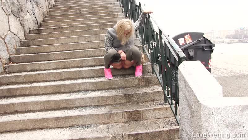 2017-02-06 - Wetting on the promenade - natypearl1_fullhd