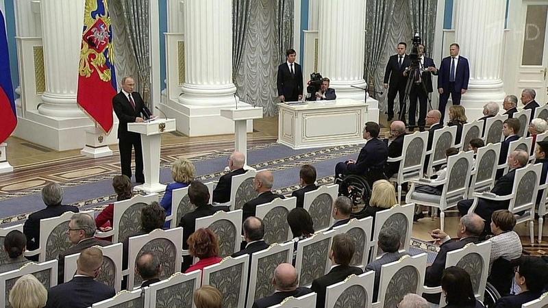 ВКремле прошла торжественная церемония вручения госпремий благотворителям иправозащитникам. Новости. Первый канал