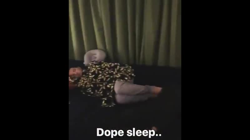 Last but not least heres a 10 sec footage of GTOPRI sleeping peacefully while Daesungie was on his phone Youngbae just wouldnt
