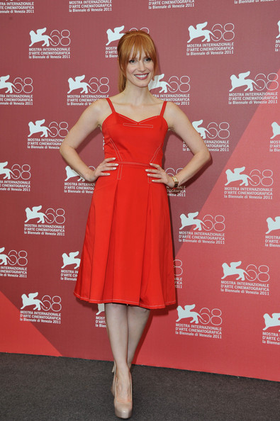 Джессика Честейн в красном
