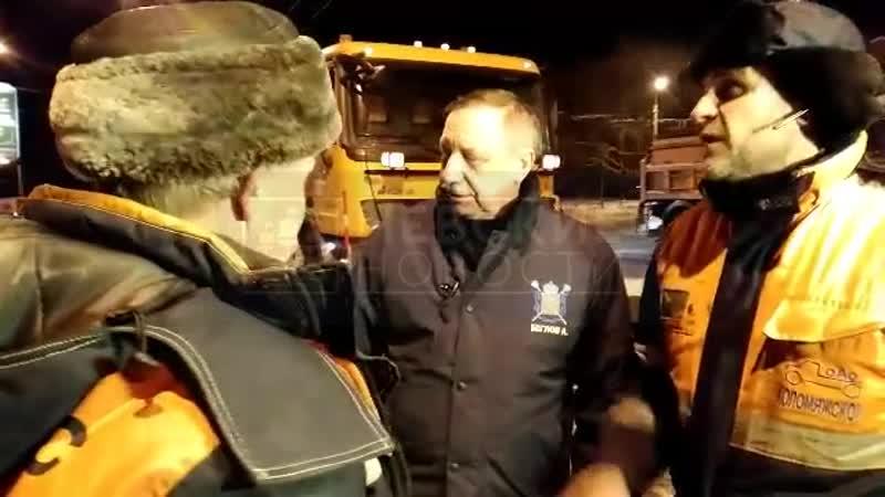Беглов поговорил с коммунальщиками на Светлановской площади