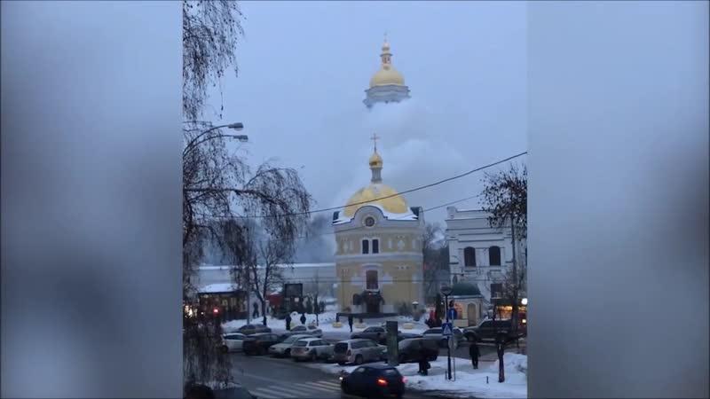 Пожар в Лавре. В столице Украины полыхает Киево-Печерская Лавра.