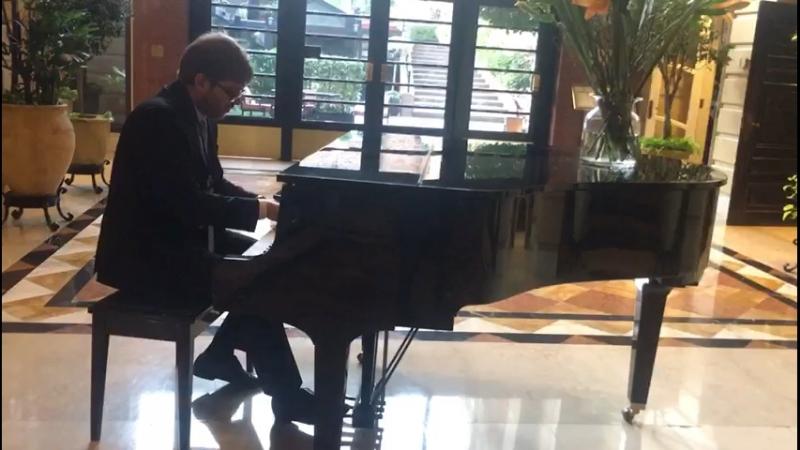 Увидел рояль -> вспомнил детство -> под конец прямо разошелся... )) не смотря на большое количество помарок, руки помнят... ))