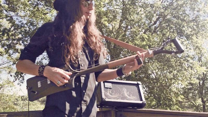 Crankin' Up the 3-String Shovel Guitar!