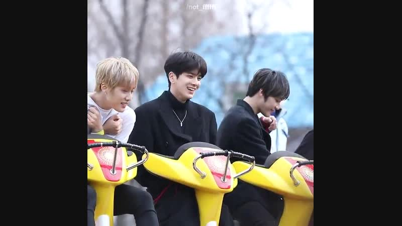Jacob is freezing and younghoon is being cute as always