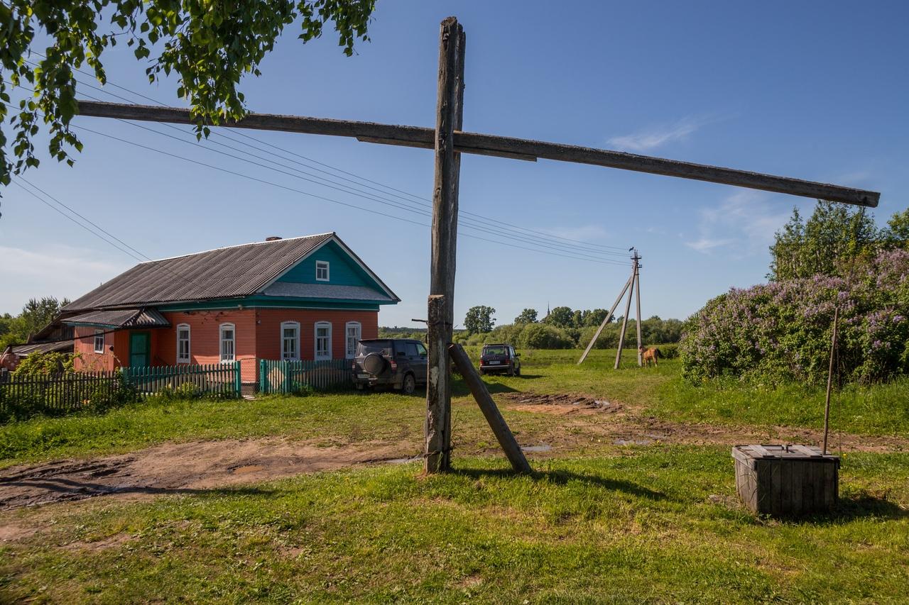 этих картинка в деревне у колодца высокий журавль этого готовый оконный
