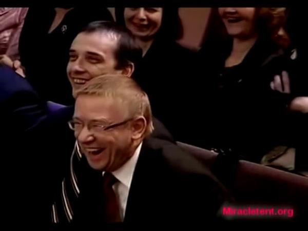 Дмитрий Макаренко поздравляет Алексея Ледяева