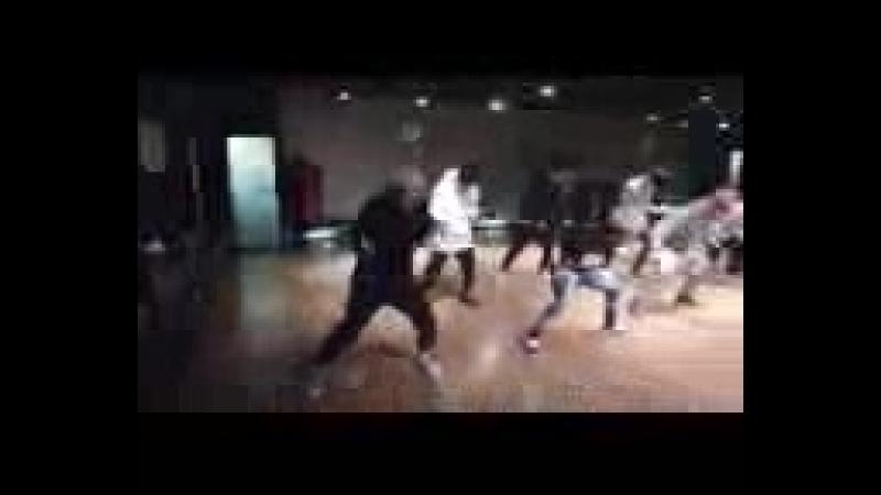 [v-s.mobi]iKON - 벌떼 (B-DAY) DANCE PRACTICE VIDEO