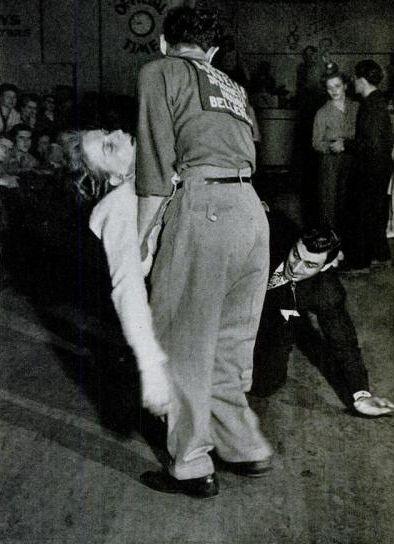 Агония ритма: танцевальные марафоны 1920-30-х годов Ревущие 20-е также называют временем танцев и безудержного веселья. Именно тогда появилось такое явление, как танцевальные марафоны. Сначала