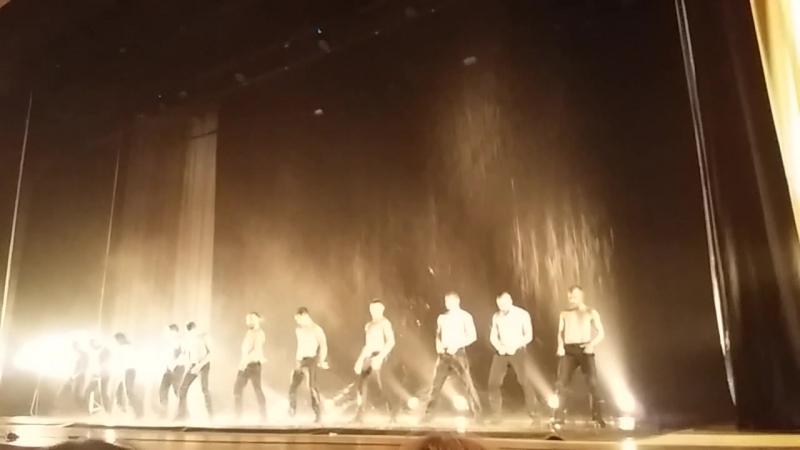 шоу Под дождем. танец3