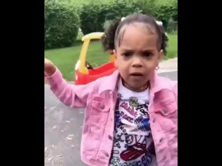 Маленькая девочка зачитала трек ScHoolboy Q «Water»