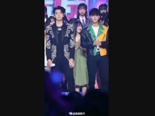 Kris Wu Hugged Tao 2018.mp4