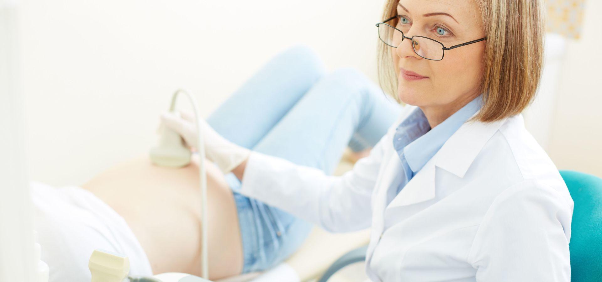 В чем разница между акушерами и гинекологами?