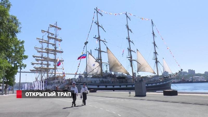 Приморцы оккупировали гигантские парусники во Владивостоке