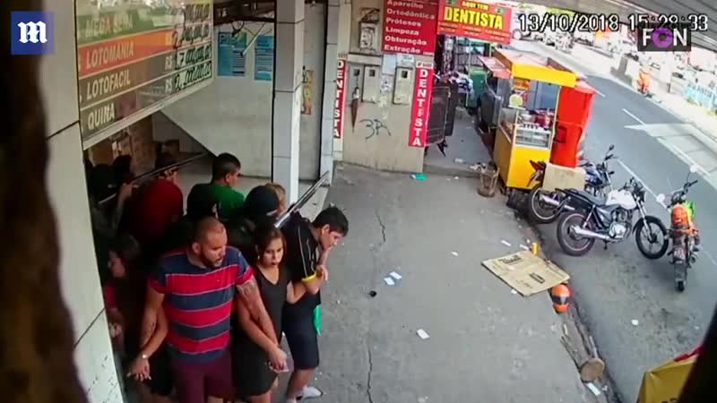 Shocking moment robbers use group of hostages as human shield