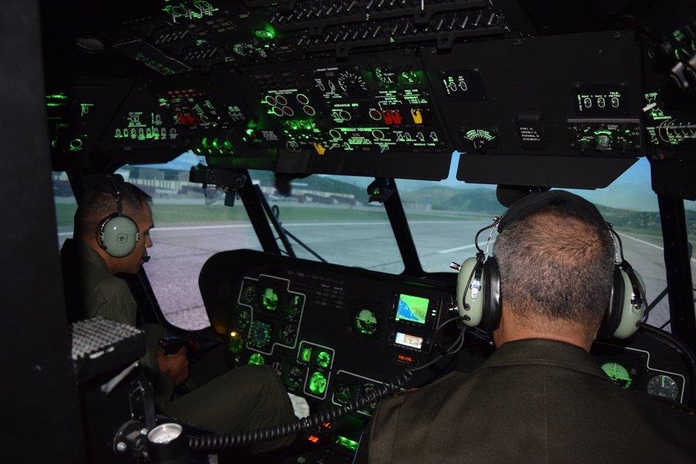 موسكو تفتتح في فنزويلا مركزاً لتدريب طيّاري مروحيات Mi-35M و Mi-17B5,و Mi-26T  ZjCWEKetJRc