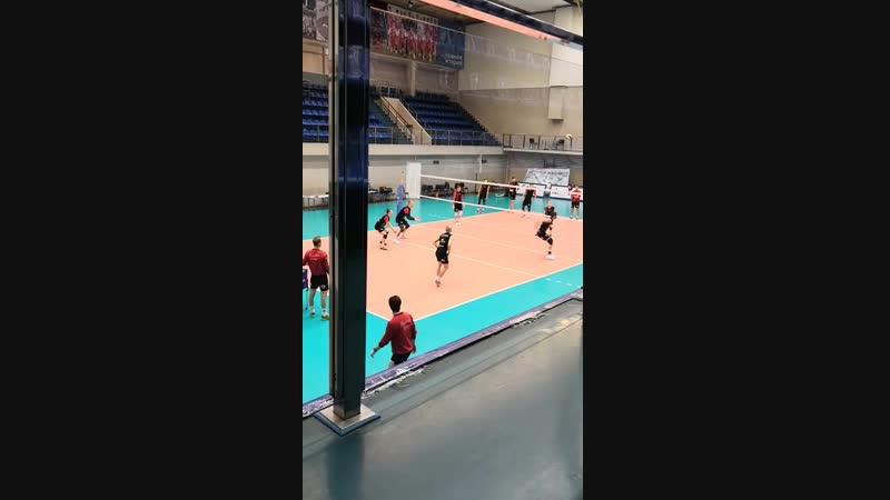 Тренировка волейбольного клуба кузбасс Кемерово напад удар 4 2 с одиночным блоком и с защитой