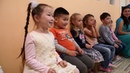 Дети с радостью бегут в Киндер