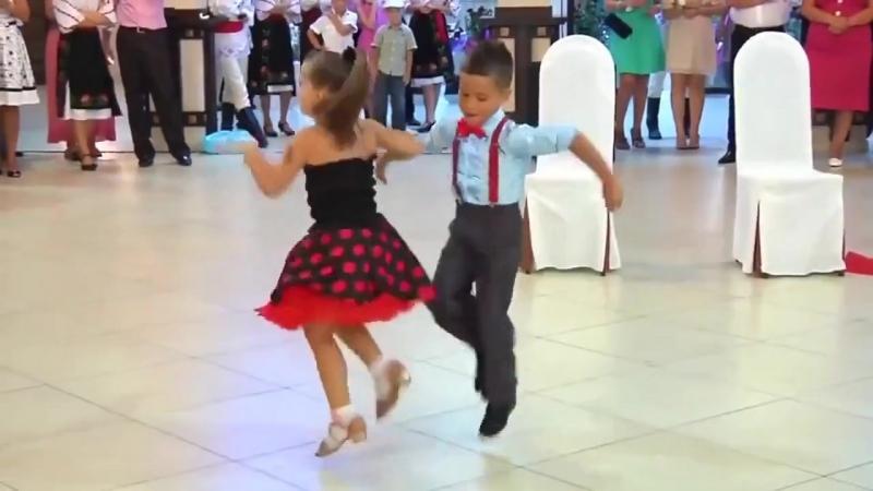 Малыши взорвали танцпол ..