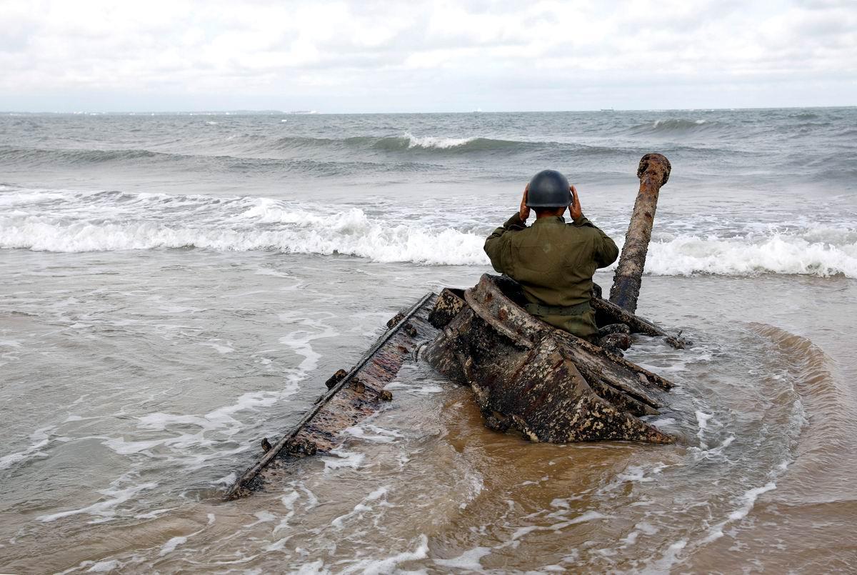 В волнах морского прибоя: Старый танкист на боевом посту