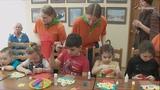 Волонтеры помогли изготовить малышам центра «Меридиан» открытки к 8 марта