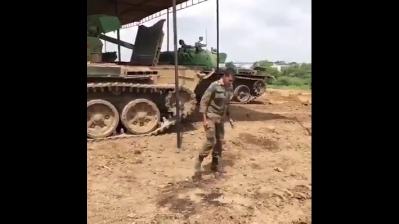 Indian Army Tanker does gymnastics on his T-72M Ajeya