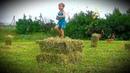 Despacito на поле со стогами сена