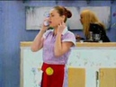 Bozena atende o telefone