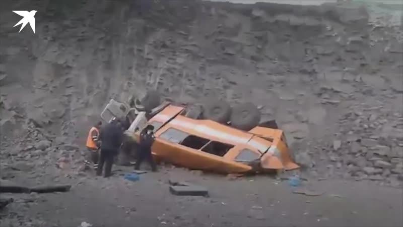 Появилось видео с места падения автобуса с горняками в Междуреченске