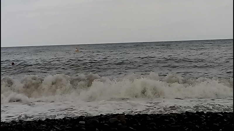 Волны, купание запрещено.