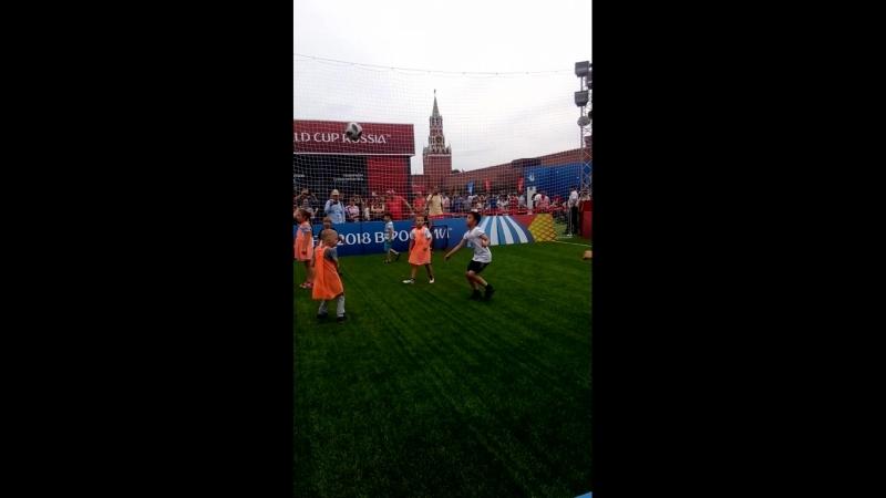 Футбол на Красной площади в Москве)