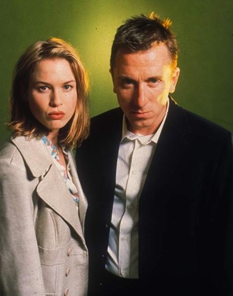 Детектор лжи (1997) В сумочке молодой девушки, ставшей жертвой ужасного преступления, найден телефонный номер, ставший главной уликой против основного подозреваемого. Пьяница и эпилептик,