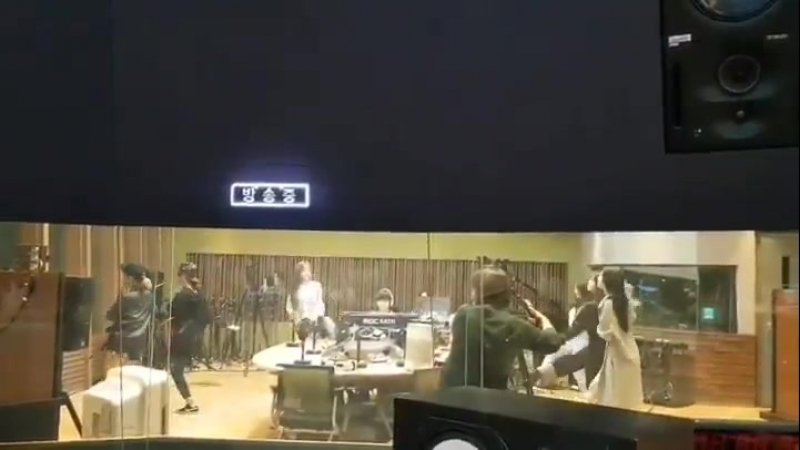 · Sns · 180920 · Обновление инстаграма MBC Standard FM: Sandeul's Starry Night Radio(радиопередача) ·