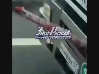 Суровый ростовский дальнобойщик со шлагбаумом на бампере - 22.12.18 - это ростов-на-дону!
