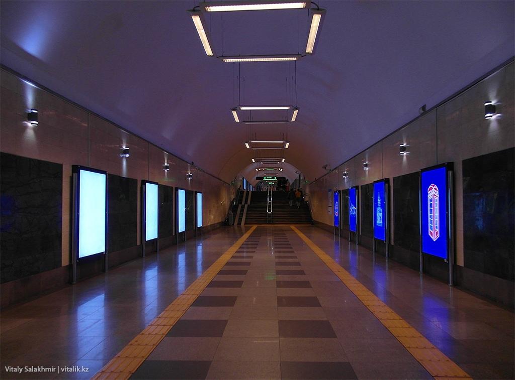 Вход на станцию Абая, Метро Алматы 2018