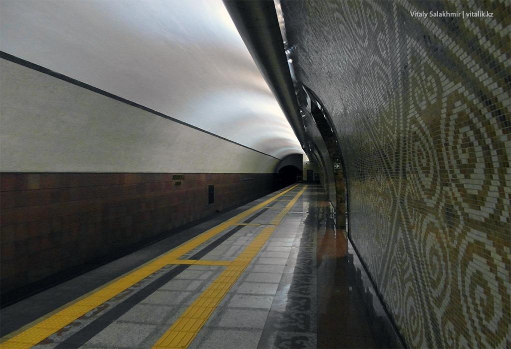 Платформа станции Алмалы, метрополитен Алматы 2018