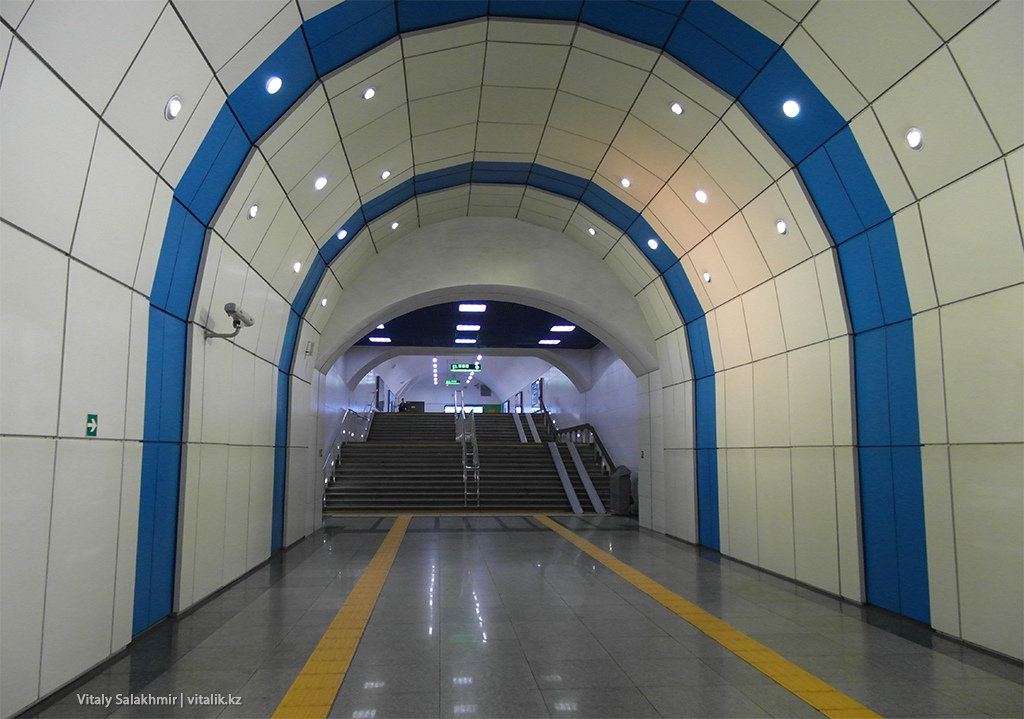 Вход на станцию Байконыр, метро Алматы 2018