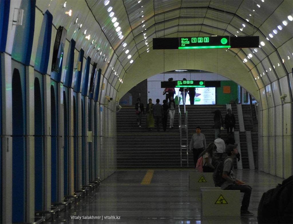 Выход со станции Байконур, алматинское метро 2018