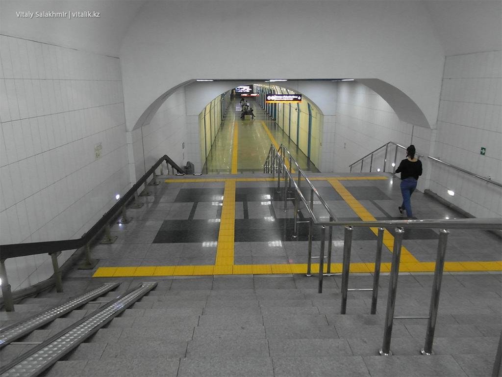 Вход на станцию Байконур, Алматинский метрополитен 2018