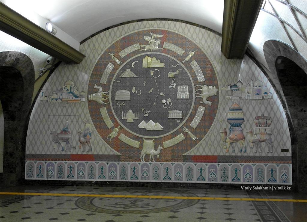 Барельеф на станции Жибек Жолы, метро Алматы