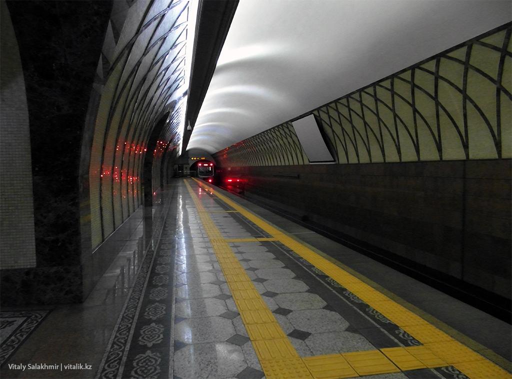 Платформа станции Жибек Жолы, метро Алматы 2018