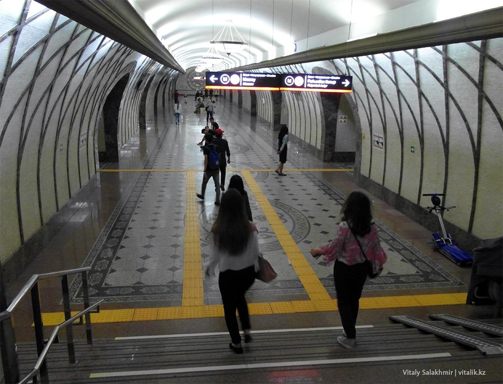 Вход на станцию Жибек Жолы, метро Алматы 2018