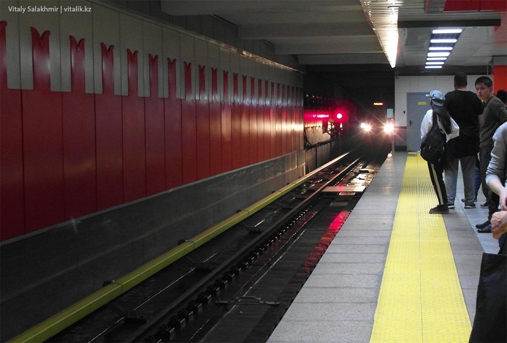Платформа станции Москва, метрополитен Алматы 2018