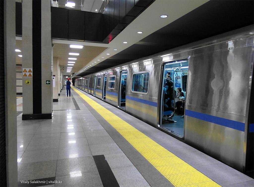 Поезд на станции Сайран, Метро Алматы 2018