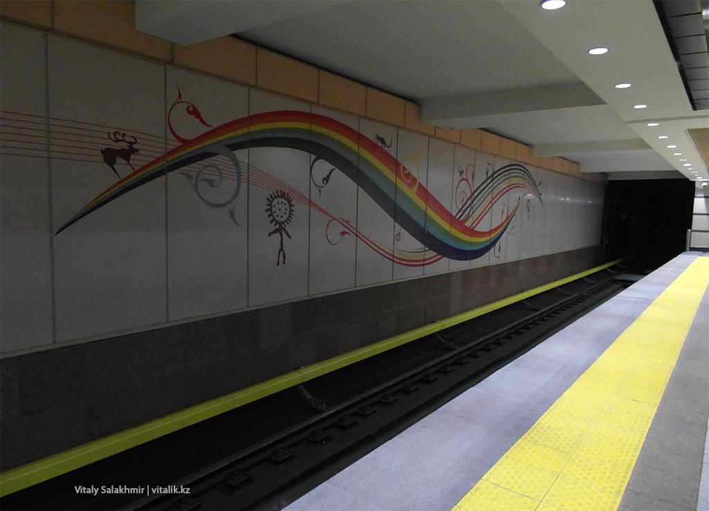 Рисунок на стене станции Сайран, метро Алматы 2018