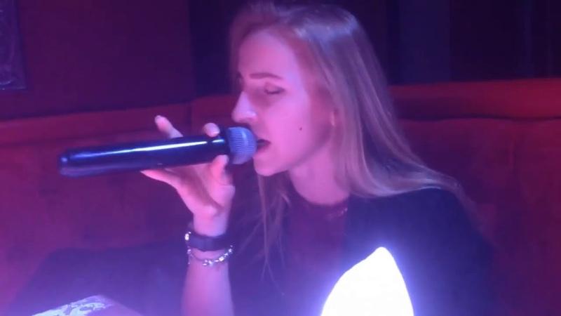 Девушка классно поёт песню Кукушка Виктора ЦОЯ