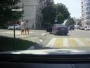 Женская драка на дороге. Можно сказать, спасла от ДТП с другим автомобилем. svk/CINELUX