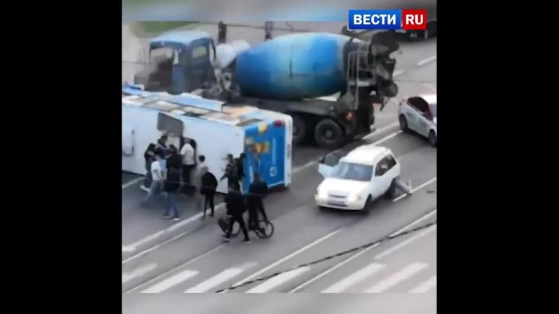 Смертельное ДТП в Петербурге: людей из маршрутки вытаскивали через люки