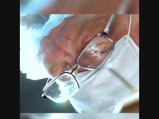 Хирург проводит отпуск делая бесплатные операции детям.