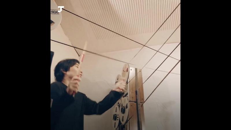 Как японская группа создаёт музыку с помощью телевизоров, вентиляторов и старой плёнки